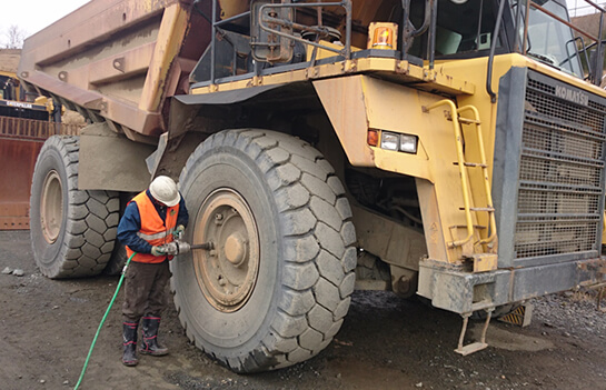 大型車両や建設車両までタイヤ・足回りの事ならお任せください!